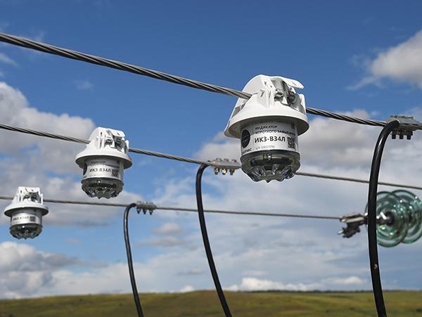 Фото индикаторов аварийного процесса на проводах воздушной линии